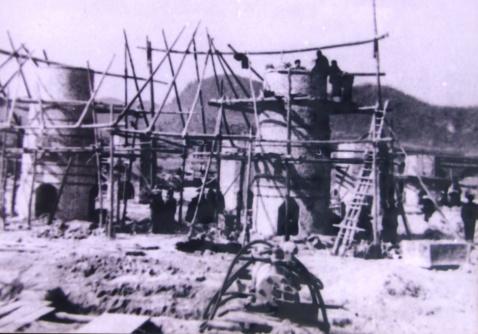 1958年全国大炼钢铁时邵阳筑炉炼铁的情景