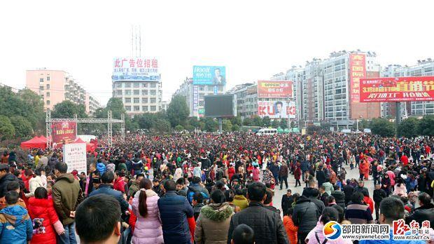 魅力邵东 元宵戏乐汇活动现场人山人海。