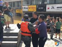 邵阳市武警官兵紧急转移群众