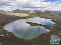 西藏:思金拉错美景引游人