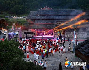 ?首届山谷音乐会在新邵清水长寿村举行