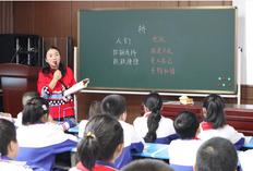 邵东城区二小举行新教师见面课活动