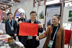 花瑶挑花和滩头年画惊艳亮相国际进口博览会