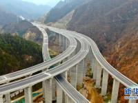 伏牛山区的高速路