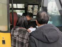 双清区龙须塘街道开展校车安全大检查